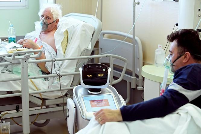Thiếu hụt nhân viên y tế, Italy sử dụng người máy để chăm sóc bệnh nhân ảnh 5