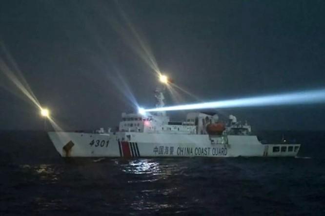 """""""Tàu cá Việt Nam đâm vào mũi tàu Hải cảnh Trung Quốc rồi bị chìm"""" – luận điệu phi lý của người phát ngôn Bộ Ngoại giao Trung Quốc! ảnh 3"""