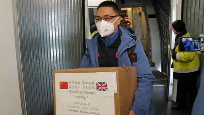 Khẩu chiến giữa dân mạng hai nước do người Anh không hoan nghênh đoàn thày thuốc Trung Quốc tới hỗ trợ ảnh 1