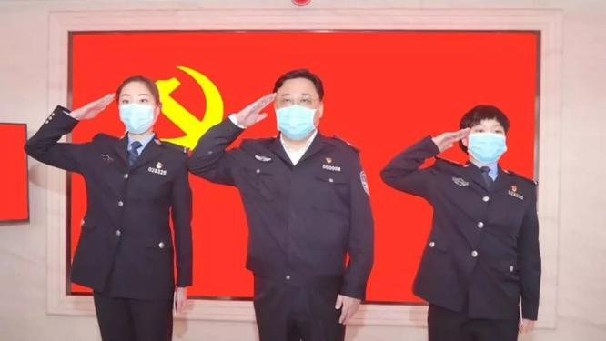 Trung Quốc: xôn xao vụ Thứ trưởng Bộ Công an Tôn Lực Quân đột ngột bị quật ngã ảnh 2