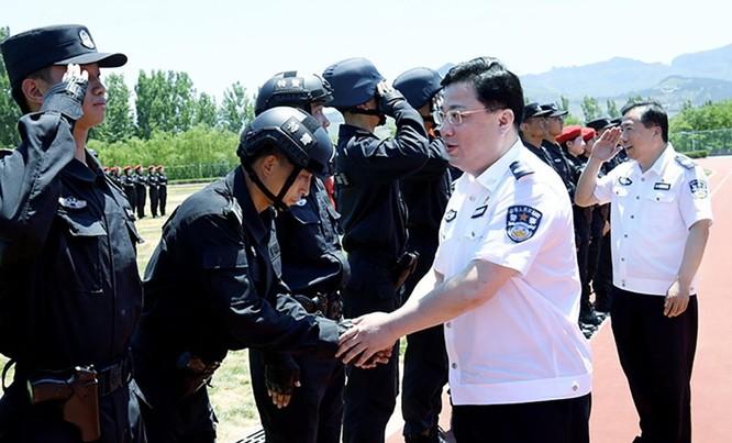 Trung Quốc: xôn xao vụ Thứ trưởng Bộ Công an Tôn Lực Quân đột ngột bị quật ngã ảnh 1