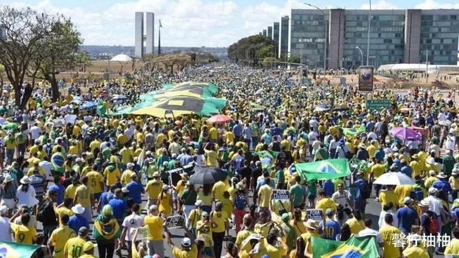 """Tạp chí The Lancet: """"Tổng thống Jair Bolsonaro là mối đe dọa lớn nhất của cuộc chiến chống dịch ở Brazil!"""" ảnh 1"""
