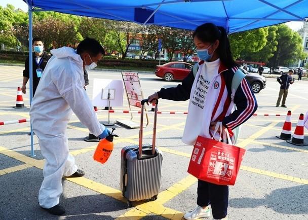 Thêm 17 ca nhiễm COVID-19 mới, dư luận Trung Quốc lo ngại dịch tái bùng phát ảnh 1