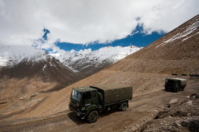 """Ngoại giao """"thượng cẳng chân, hạ cẳng tay"""" giữa hai cường quốc hạt nhân Trung Quốc và Ấn Độ ảnh 1"""