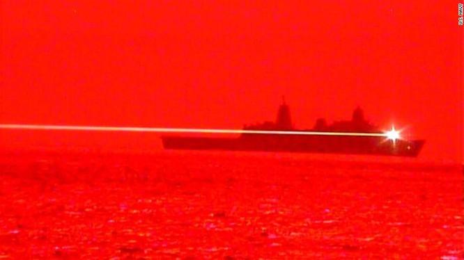 Chuyên gia Nga nghi ngờ về hiệu quả của vũ khí laser Mỹ trên biển ảnh 1