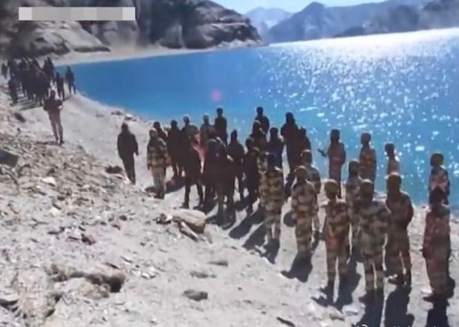 Rò rỉ hình ảnh về đối đầu căng thẳng trên biên giới Trung Quốc - Ấn Độ ảnh 1