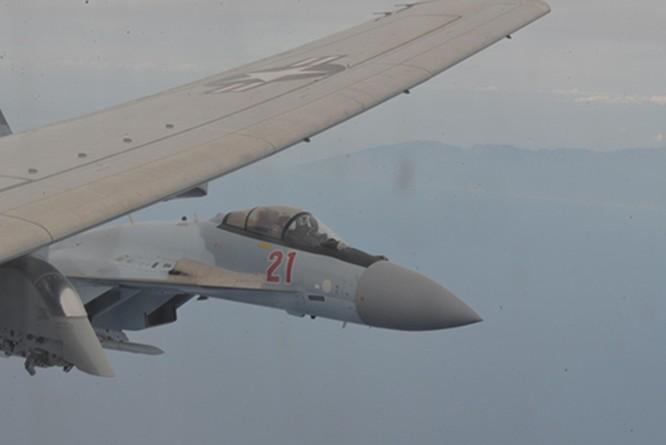 """Mỹ tố cáo máy bay Su-35 Nga """"kẹp nách"""" trái luật máy bay trinh sát chống ngầm P-8 trên vùng trời Địa Trung Hải ảnh 2"""