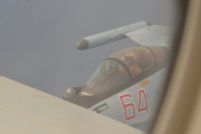 """Mỹ tố cáo máy bay Su-35 Nga """"kẹp nách"""" trái luật máy bay trinh sát chống ngầm P-8 trên vùng trời Địa Trung Hải ảnh 1"""