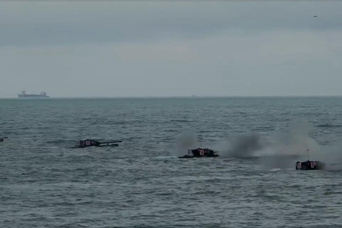 Giữa lúc quan hệ hai bên Eo biển căng thẳng, quân đội Trung Quốc rầm rộ diễn tập tấn công Đài Loan ảnh 1