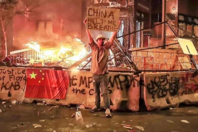 Rúng động dư luận vụ lưu học sinh Trung Quốc ở Mỹ lên mạng khoe đồ cướp được khi tham gia biểu tình ảnh 4