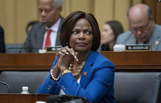 Ông Joe Biden sẽ nhân cơ hội các cuộc biểu tình để chọn phụ nữ da đen cùng ra tranh cử? ảnh 1