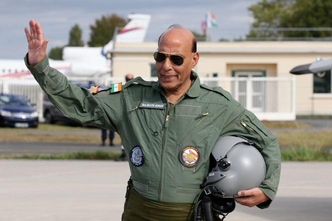 Tranh chấp biên giới Trung - Ấn: Bộ trưởng Quốc phòng Ấn Độ tuyên bố cứng rắn ảnh 1