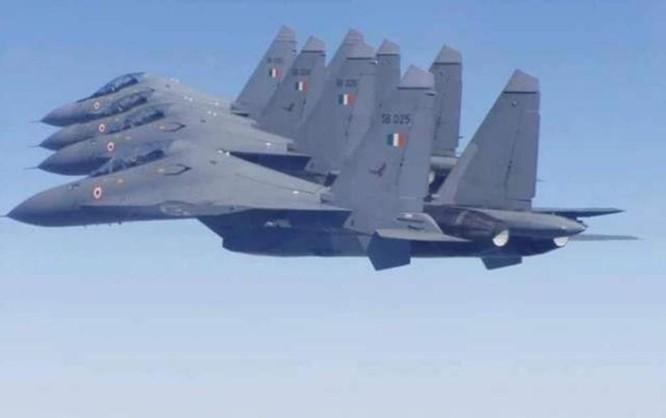 Làm trung gian hòa giải Trung - Ấn, vì sao Nga tăng cường bán vũ khí cho Ấn Độ? ảnh 1