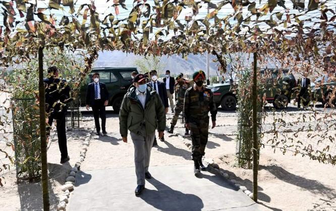 Giữa lúc tình hình căng thẳng, Thủ tướng Ấn Độ thị sát khu vực tranh chấp Ladakh ảnh 1