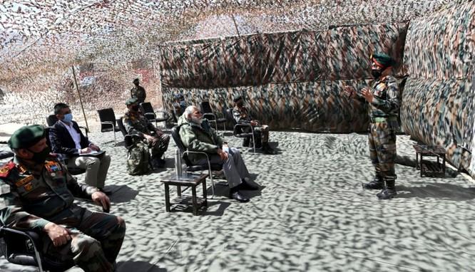 Giữa lúc tình hình căng thẳng, Thủ tướng Ấn Độ thị sát khu vực tranh chấp Ladakh ảnh 2