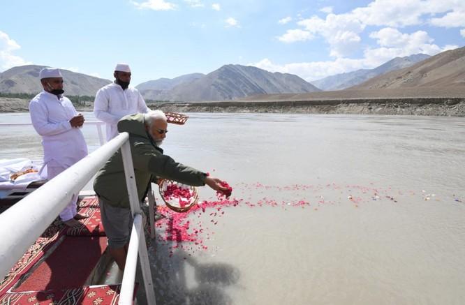 Tức giận vì hành động gây hấn ở biên giới, Ấn Độ phản công Trung Quốc toàn diện ảnh 5