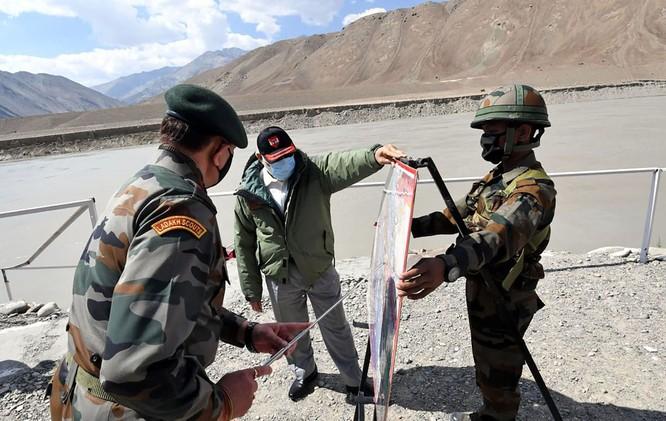 Nóng: Trung Quốc và Ấn Độ đã bắt đầu lui quân, nhưng khu vực hồ Pangong vẫn căng thẳng ảnh 3