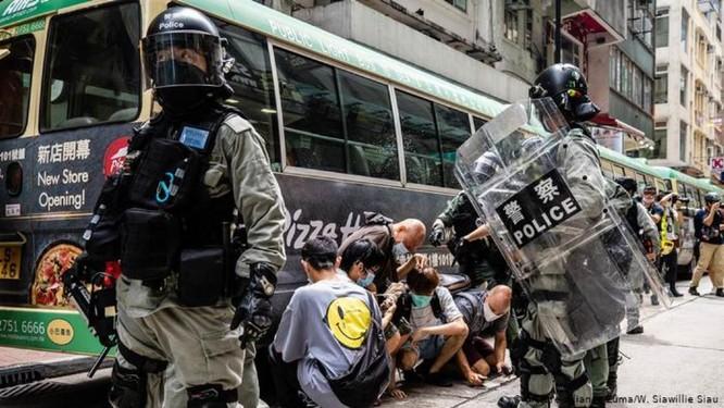 Sau khi bị Mỹ hủy bỏ vị thế đặc biệt, tương lai của nền kinh tế Hồng Kông sẽ ra sao? ảnh 1