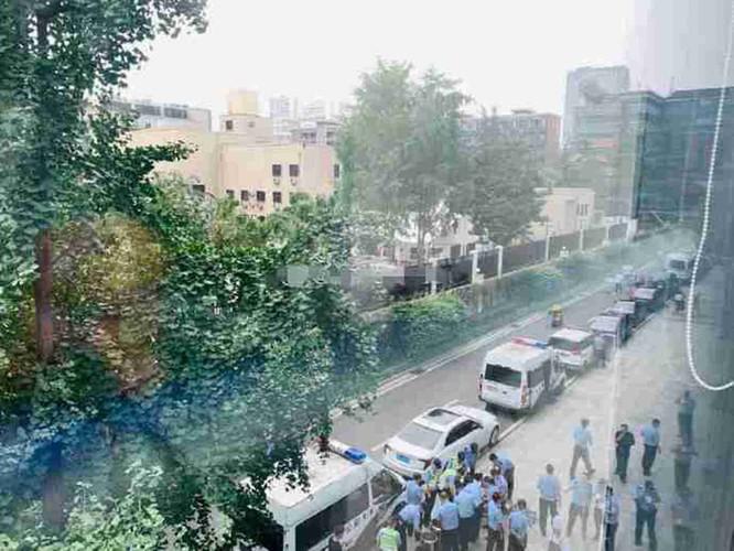 Trả đũa Mỹ, Trung Quốc tuyên bố đóng cửa và cho cảnh sát vũ trang bao vây Lãnh sự quán Mỹ ở Thành Đô ảnh 5