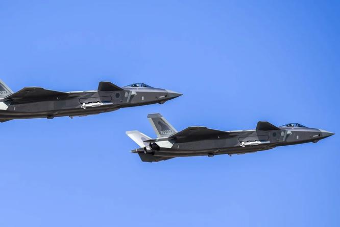 Báo Hoa ngữ: Trung Quốc, Mỹ chạy đua tranh giành quyền bá chủ trên không ảnh 1