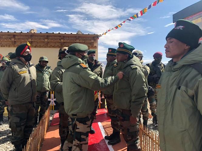 Đàm phán rút quân bế tắc, Ấn Độ và Trung Quốc chuẩn bị cho hành động quân sự ảnh 1