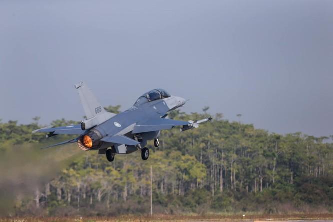 Giữa lúc Trung Quốc tập trận đe dọa Đài Loan, B-1B Mỹ áp sát ADIZ Trung Quốc ảnh 4