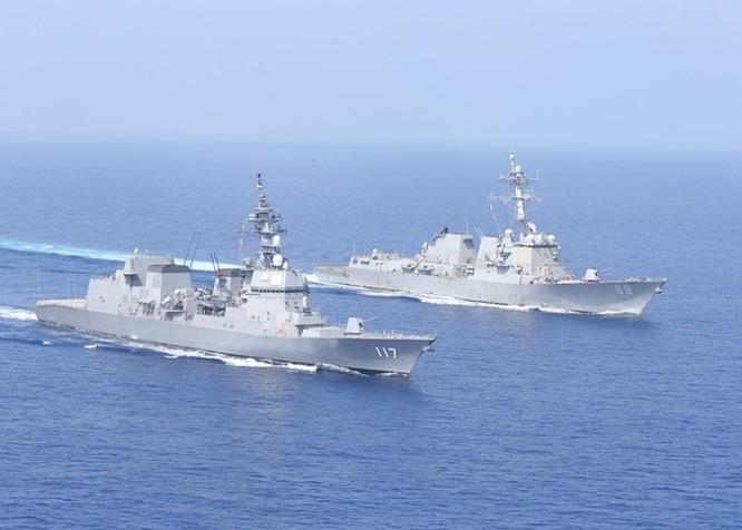 Nóng: Tàu chiến Mỹ lần đầu vượt qua đường trung tâm Eo biển Đài Loan sang phía Trung Quốc ảnh 1