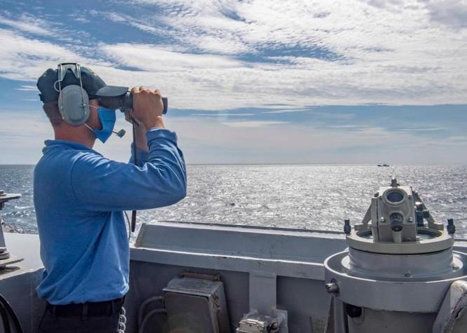 Quân đội Mỹ công bố bản đồ và ảnh tàu Mustin vượt qua đường trung tâm đi xuyên eo biển Đài Loan ảnh 3