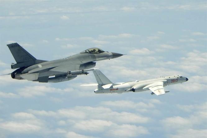 Đài Loan sắp đưa F-16 đến đảo Bành Hồ, Mỹ cho máy bay trinh sát vào vùng PLA cấm bay để tập trận ảnh 2