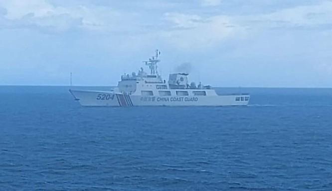 Tàu hải cảnh Trung Quốc xâm nhập vùng biển Natuna bị chiến hạm Indonesia xua đuổi ảnh 1