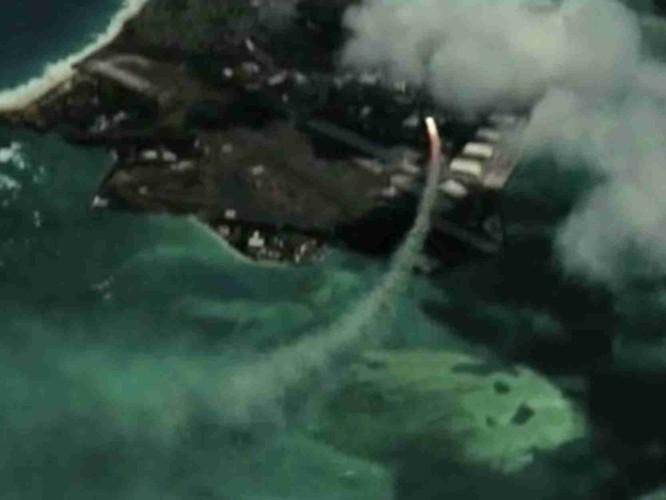 Giữa lúc căng thẳng, Trung Quốc tung phim mô phỏng tấn công Guam, Mỹ đưa video tập trận chiếm đảo ảnh 1