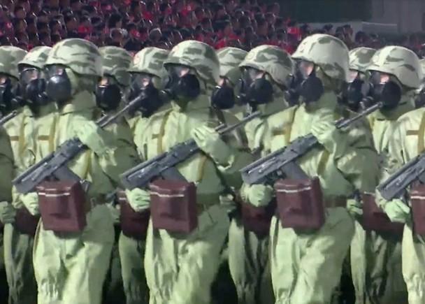 Triều Tiên diễu binh lớn ban đêm, trình làng xe tăng và các tên lửa liên lục địa kiểu mới ảnh 3