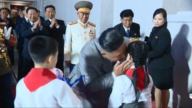 Triều Tiên: Đại tá Hyon Song-wol thay thế vai trò của bà Kim Yo-jong bên cạnh lãnh tụ Kim Jong-un ảnh 1