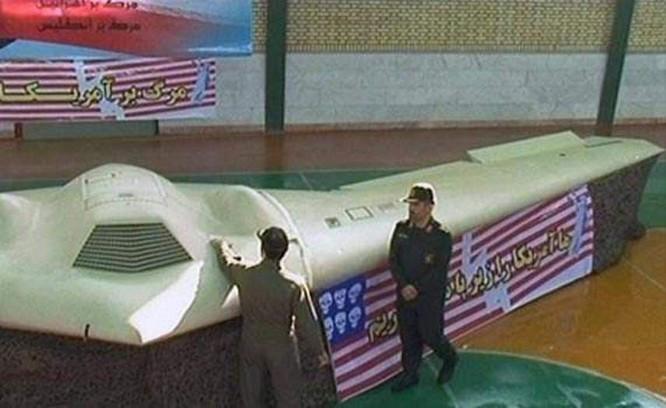 Máy bay không người lái trinh sát tầm cao tàng hình tuyệt mật RQ-180 của Mỹ bị lộ diện ảnh 1
