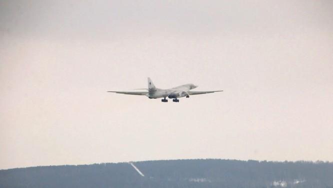 Máy bay ném bom chiến lược Tu-160M của Nga bay thử nghiệm thành công với động cơ mới ảnh 1