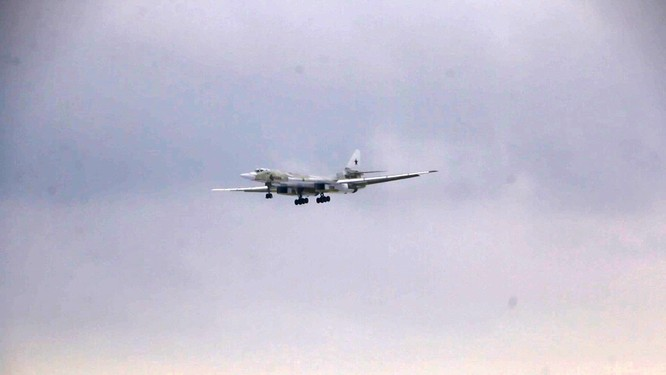 Máy bay ném bom chiến lược Tu-160M của Nga bay thử nghiệm thành công với động cơ mới ảnh 2