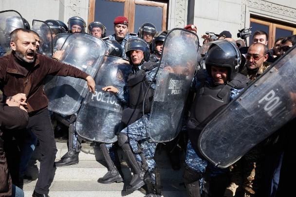 Khủng hoảng chính trị ở Armenia: cựu Cục trưởng An ninh Quốc gia âm mưu sát hại Thủ tướng ảnh 2