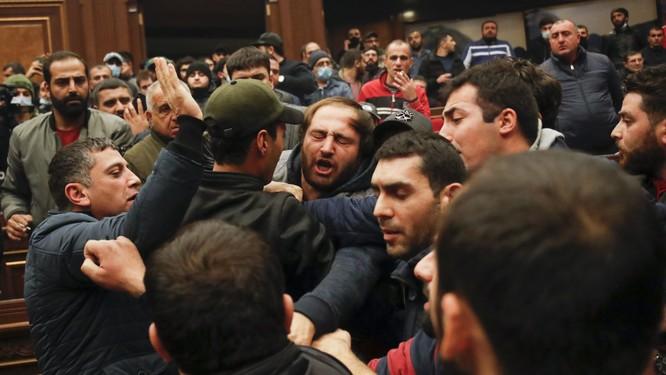 Armenia hỗn loạn sau khi ký hiệp định ngừng bắn: dân chúng tự đốt nhà bỏ đi, Ngoại trưởng từ chức... ảnh 5