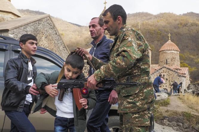 Armenia hỗn loạn sau khi ký hiệp định ngừng bắn: dân chúng tự đốt nhà bỏ đi, Ngoại trưởng từ chức... ảnh 3