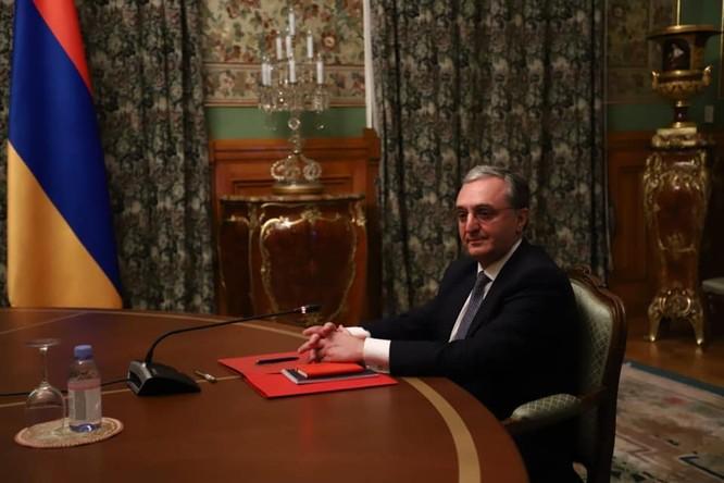 Armenia hỗn loạn sau khi ký hiệp định ngừng bắn: dân chúng tự đốt nhà bỏ đi, Ngoại trưởng từ chức... ảnh 1