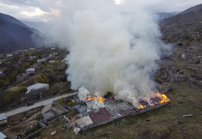 Armenia hỗn loạn sau khi ký hiệp định ngừng bắn: dân chúng tự đốt nhà bỏ đi, Ngoại trưởng từ chức... ảnh 8
