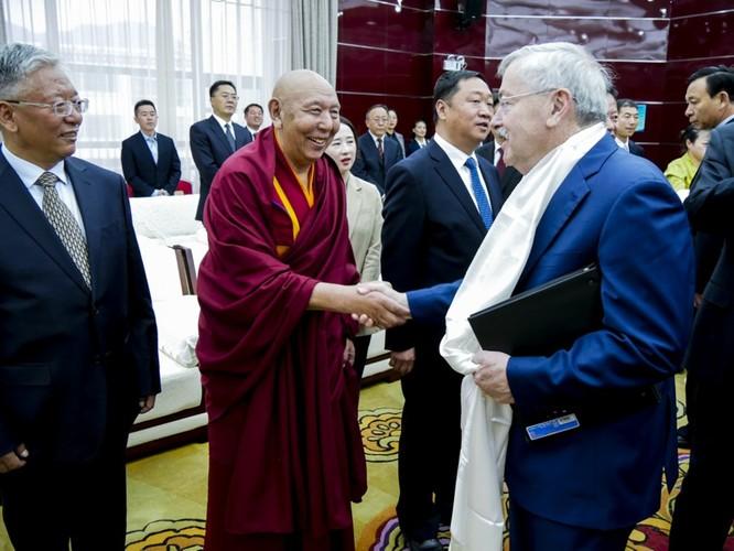 """Mời """"Thủ tướng chính phủ Tây Tạng"""" lưu vong thăm Nhà Trắng lần đầu, ông Trump chọc giận Trung Quốc ảnh 2"""