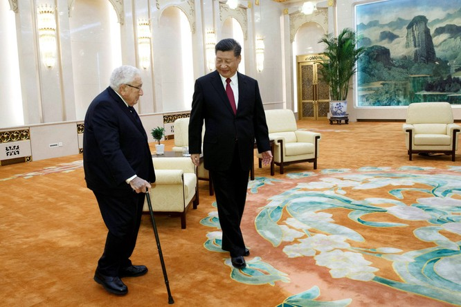 """Ông Trump bất ngờ bãi chức cố vấn chính sách Quốc phòng của Henry Kissinger và một số """"nguyên lão"""" ảnh 4"""