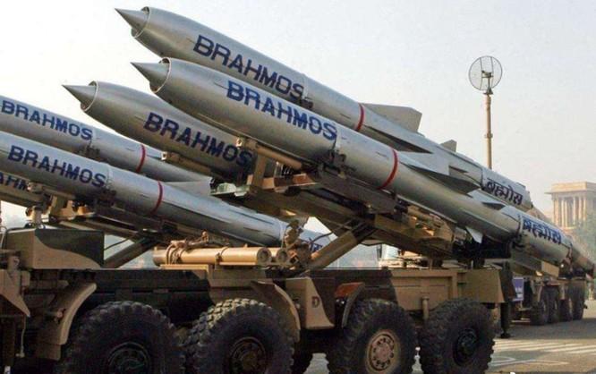 Không khoan nhượng, Ấn Độ cấm thêm 43 App Trung Quốc và triển khai tên lửa BrahMos ở biên giới ảnh 5