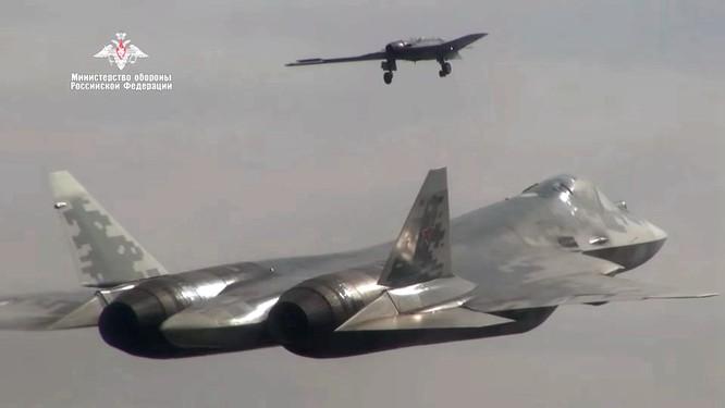 Quân đội Nga thử nghiệm sử dụng máy bay không người lái thế hệ 6 vào không chiến ảnh 3
