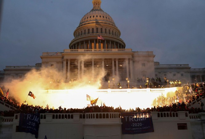 FBI cảnh báo bạo loạn khắp nơi, Tổng thống Trump ban bố tình trạng khẩn cấp ở thủ đô Washington ảnh 2
