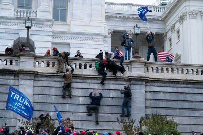 FBI cảnh báo bạo loạn khắp nơi, Tổng thống Trump ban bố tình trạng khẩn cấp ở thủ đô Washington ảnh 3