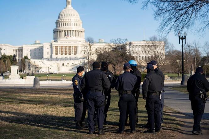 FBI cảnh báo bạo loạn khắp nơi, Tổng thống Trump ban bố tình trạng khẩn cấp ở thủ đô Washington ảnh 1