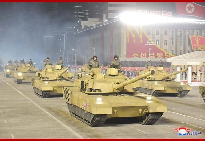 """Triều Tiên bất ngờ tổ chức duyệt binh tối, phô diễn tên lửa phóng từ tàu ngầm """"mạnh nhất thế giới"""" ảnh 5"""