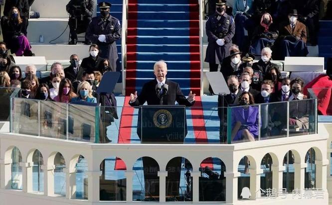 Chiếc đồng hồ Rolex của ông Biden đeo trong lễ nhậm chức gây bão mạng ảnh 2
